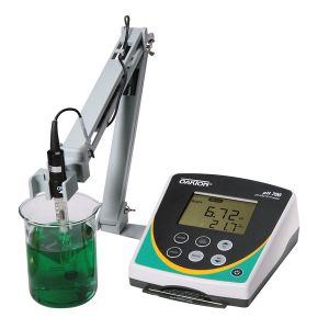 pH 700 Benchtop Meter, with double-junction glass pH electrode, ATC probe, and stand, 110/220 VAC, 50/60 Hz